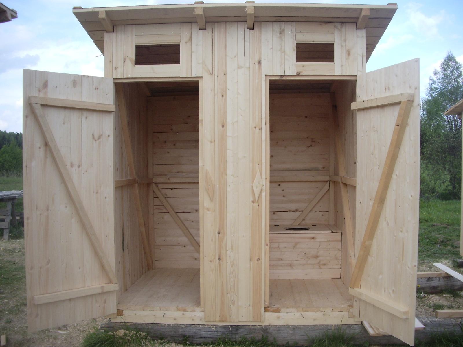 Туалеты из дерева для дачи своими руками фото